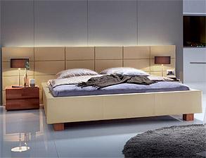betten mit polsterwand bzw gepolstertem wandpaneel kaufen. Black Bedroom Furniture Sets. Home Design Ideas