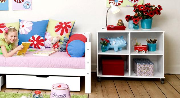 regal in wei mit rollen f r kinderzimmer kids heaven. Black Bedroom Furniture Sets. Home Design Ideas