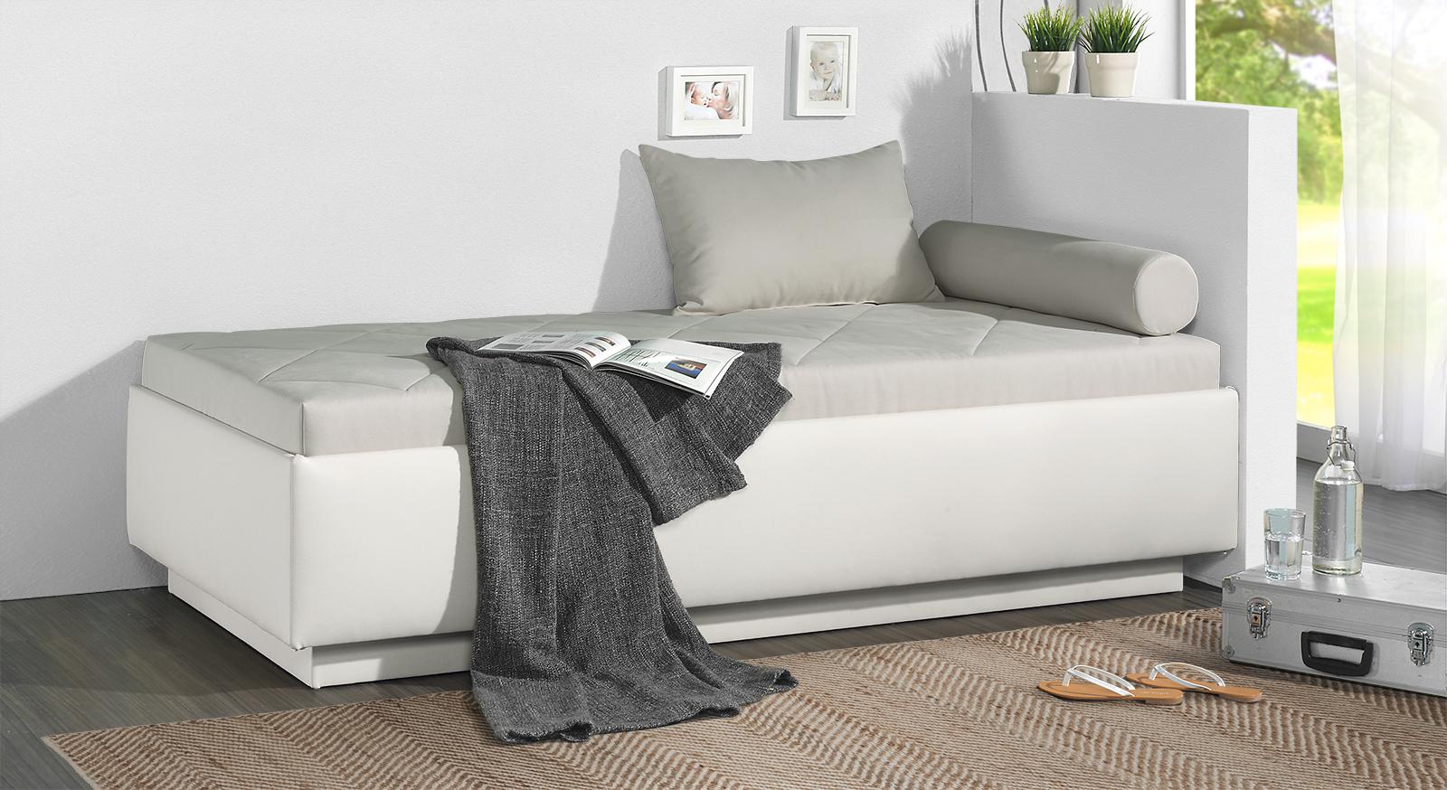 Relaxliege Eriko in hellgrauem Microvelours und weißem Kunstleder