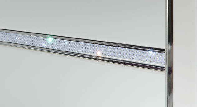 Schwebetüren-Kleiderschrank Huddersfield mit Kristallstein-Applikation im Detail