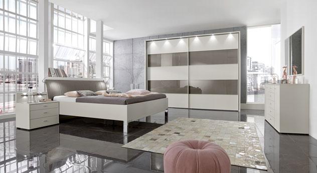 Modernes Schlafzimmer Baria aus champagnerfarbenem Holzdekor