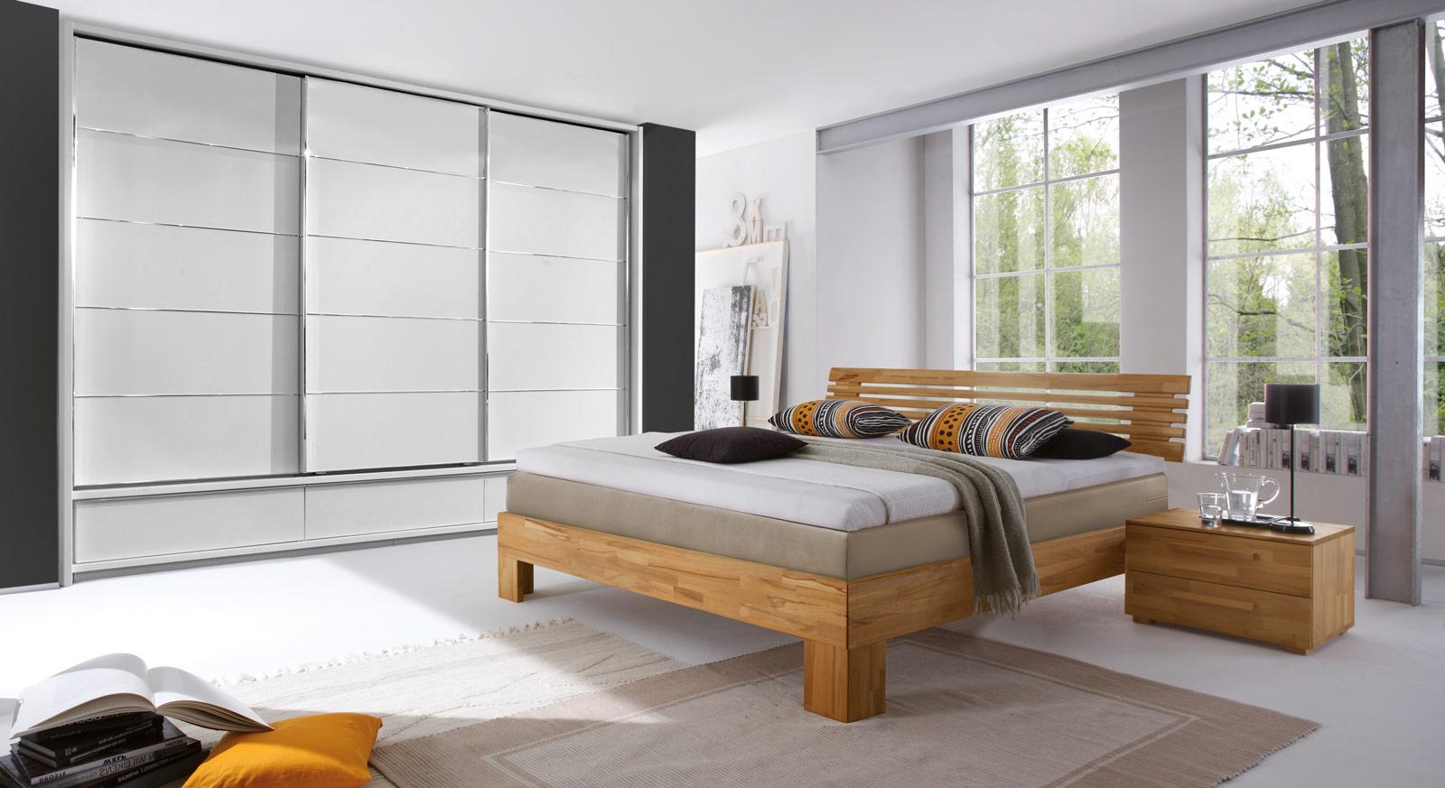 nachttisch boxspringbett buche inspiration ber haus design. Black Bedroom Furniture Sets. Home Design Ideas