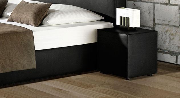 Schlichter Nachttisch Tolentino in schwarzem Kunstleder
