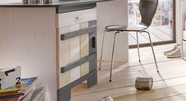 Schreibtisch Laubhütte mit Stauraum durch die Schublade und durch das Türfach