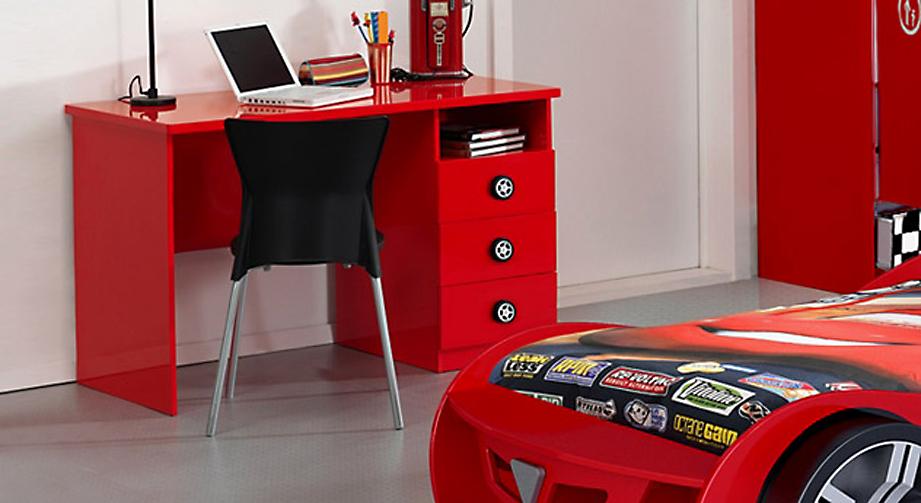 Glänzend rot lackierter Schreibtisch Tuning