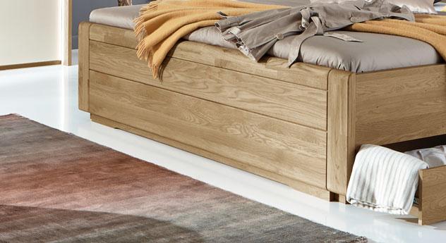 Schubkasten-Doppelbett Toride mit Fußteil aus massiver Eiche
