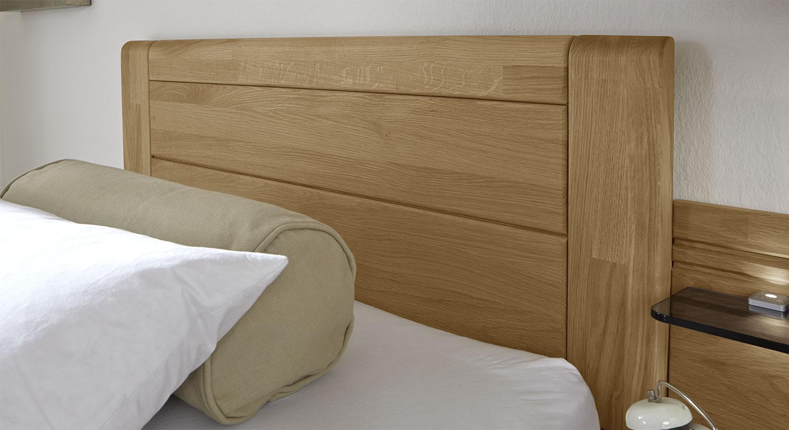 Schubkasten-Einzelbett Raidas Kopfteil mit Zierfräsung