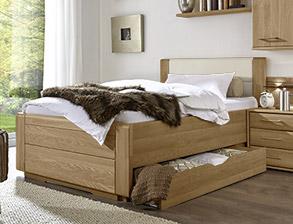 Teilmassives schlafzimmer komplett mit schubkastenbett toride - Senioren schlafzimmer mit einzelbett ...