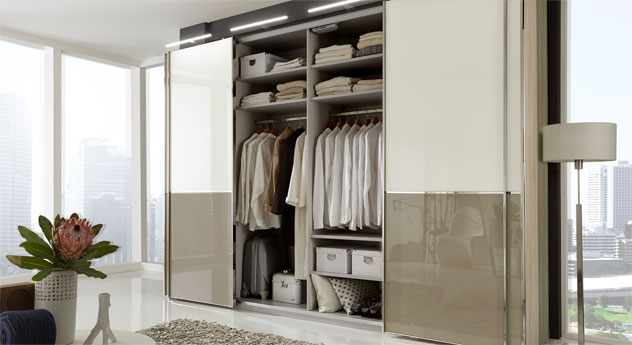 schwebet renschrank in dekor mit glasfront 2 bis 4 t rig. Black Bedroom Furniture Sets. Home Design Ideas