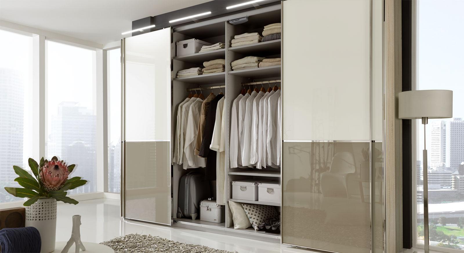 Schwebetüren-Kleiderschrank Banga mit variabler Innenausstattung