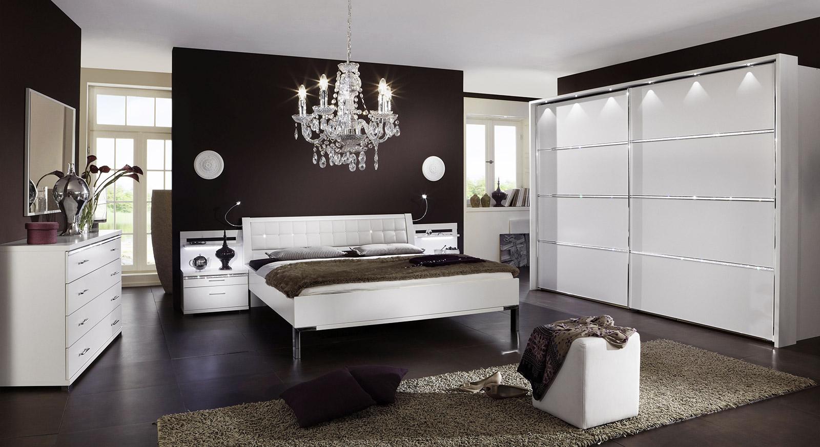 Schwebetüren-Kleiderschrank Huddersfield in Weiß mit passenden Produkten