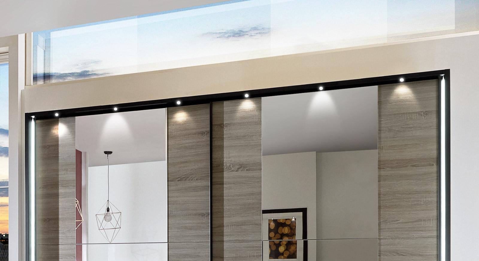Passepartout-Rahmen vom Schwebetüren-Kleiderschrank Korba mit LED's
