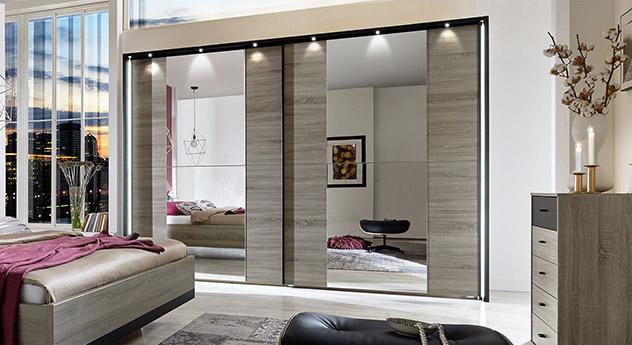Kleiderschrank spiegel modern  Moderner Schlafzimmerschrank mit Schiebetüren und Spiegel - Korba