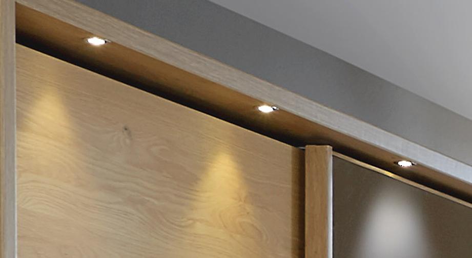 Schwebetüren-Kleiderschrank Quebo mit Beleuchtung am Passepartout-Rahmen