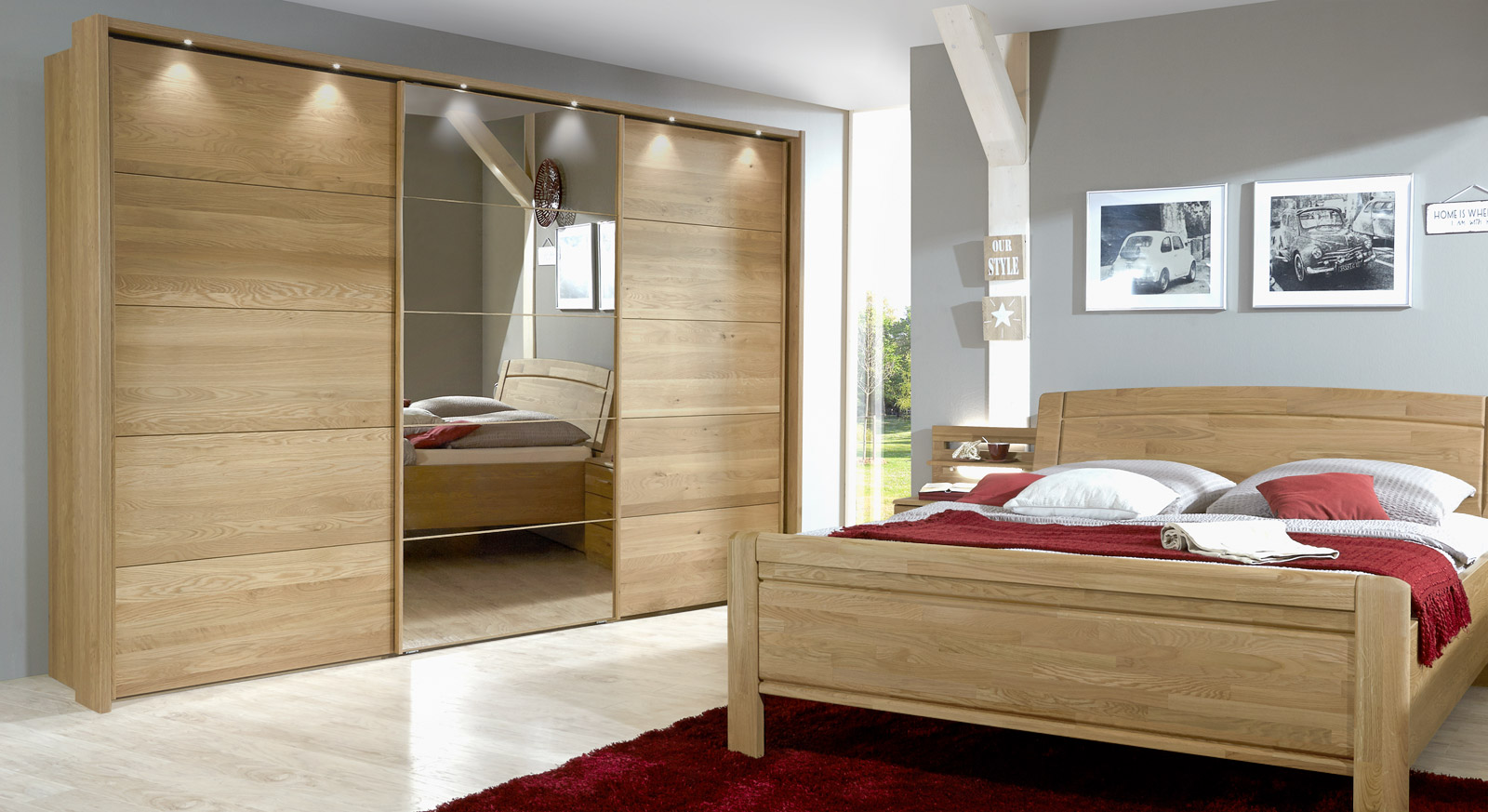 kleiderschrank in eiche mit spiegel und schwebet ren quebo. Black Bedroom Furniture Sets. Home Design Ideas