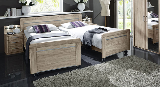 Seniorenbett Runcorn in Eiche sägerau als auseinander geschobenes Doppelbett