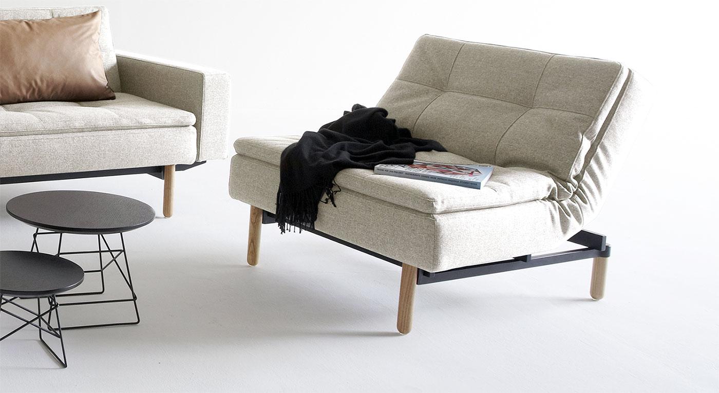 Naturfarbener Sessel Carol mit Esche-Füßen
