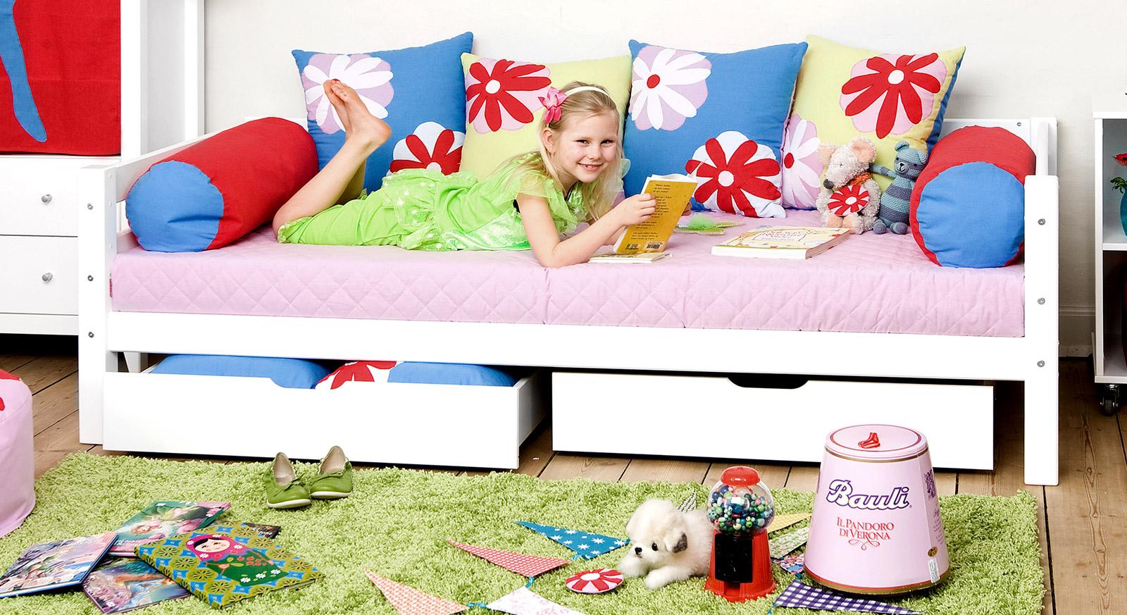 Kindgerechtes Sofabett Kids Royalty in Weiß