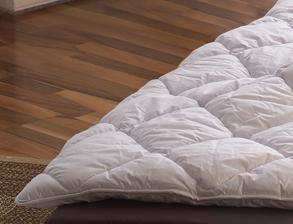 Preiswerte Sommerdecke Seiden-Leicht-Bettdecke Schönau