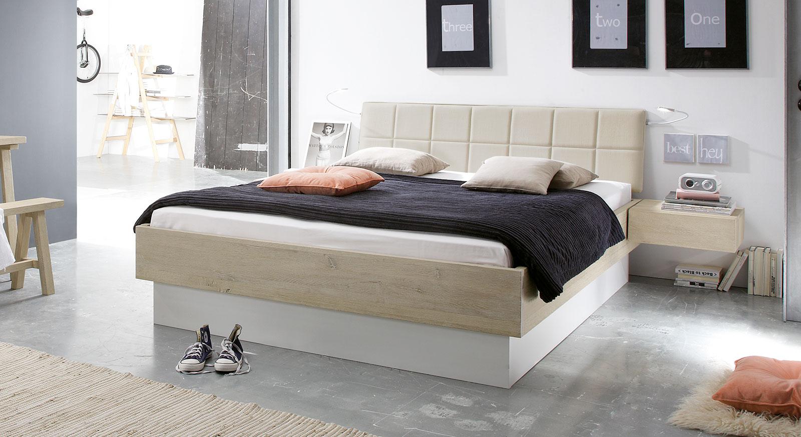 Stauraum-Bett Boneda aus Wildeiche inklusive Sockel