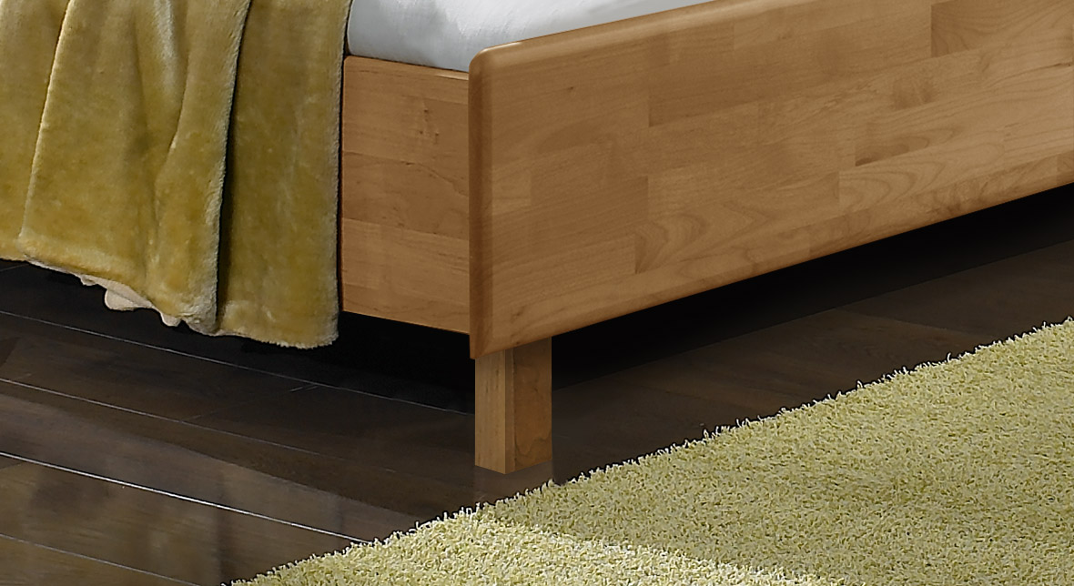 Teilmassives Holzbett Beyla mit stabilen Bettbeinen