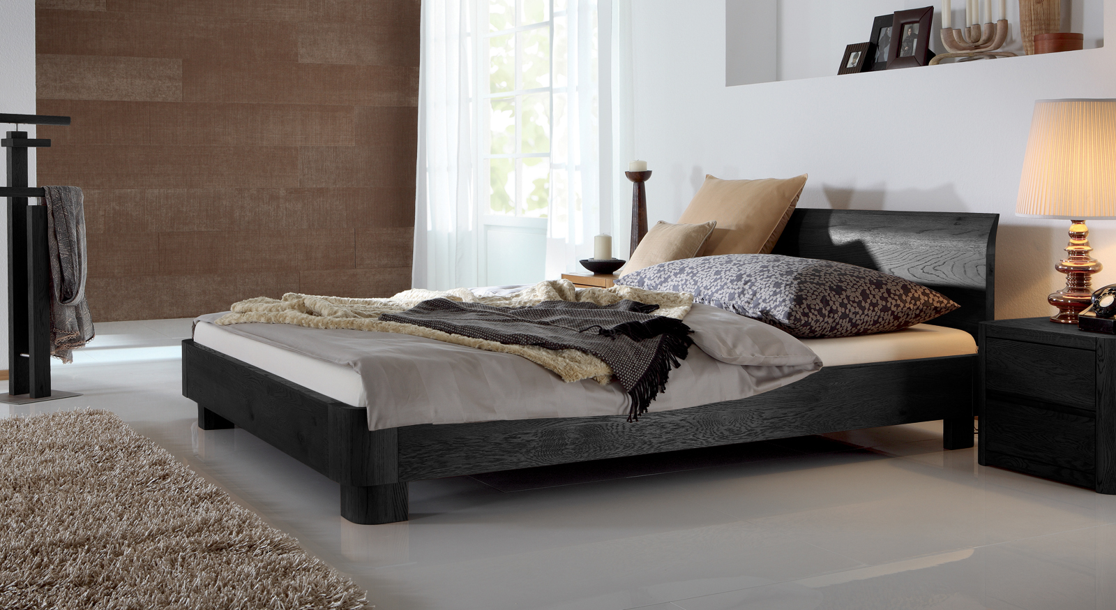 Doppelbett Tirana aus schwarzem Eichenholz