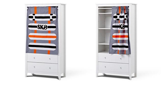 kinder kleiderschrank mit buntem vorhang kids heaven. Black Bedroom Furniture Sets. Home Design Ideas