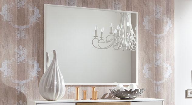 Eleganter Wandspiegel Koga mit weißem Rahmen