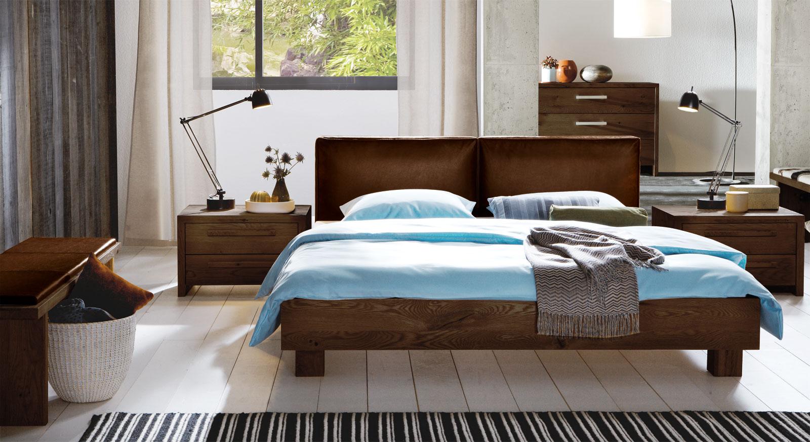 futonbett z b in 140x200 aus wildeiche mit lederkopfteil. Black Bedroom Furniture Sets. Home Design Ideas