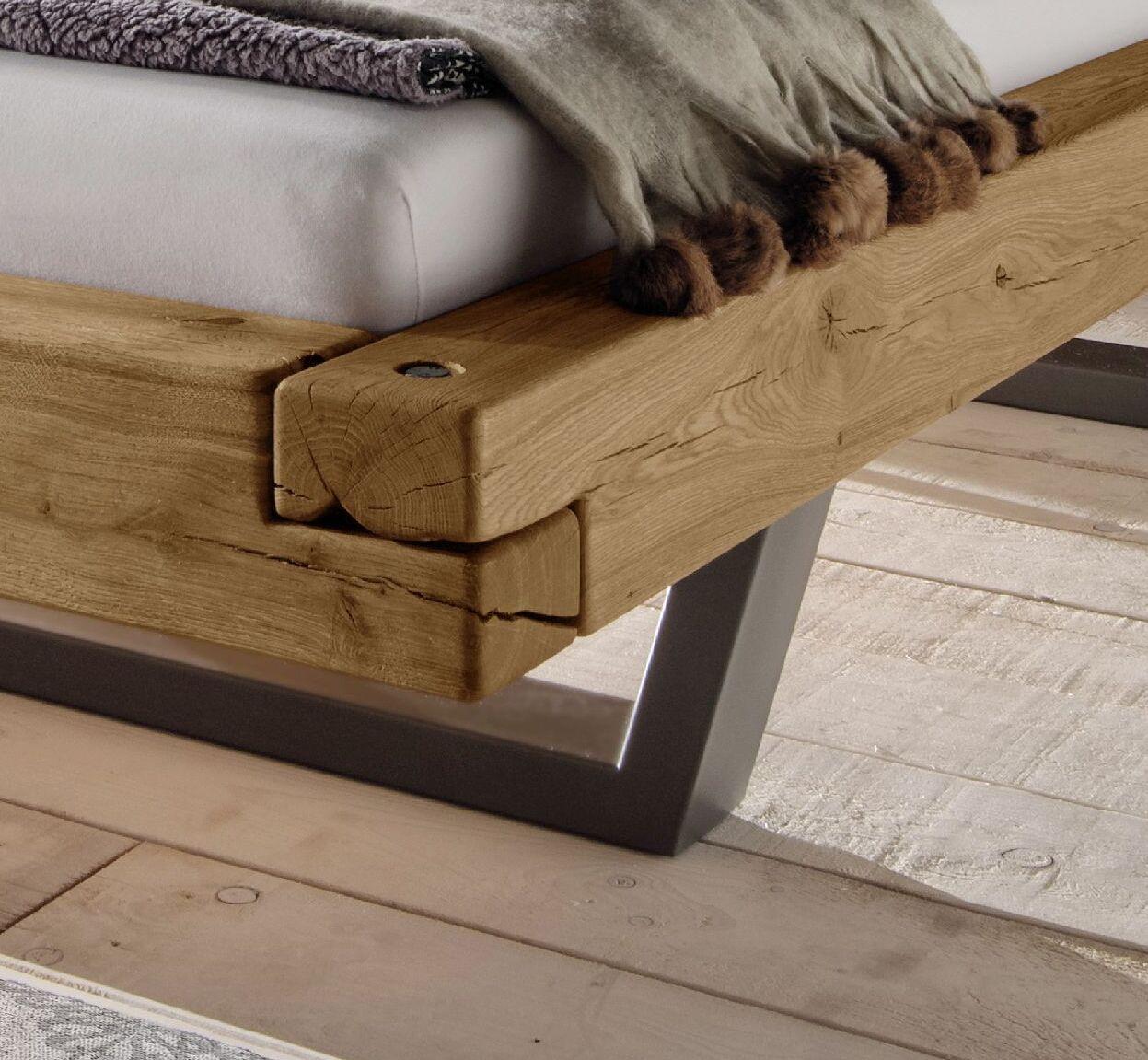 schwebebett mit massiven vollholz balken aus wildeiche. Black Bedroom Furniture Sets. Home Design Ideas