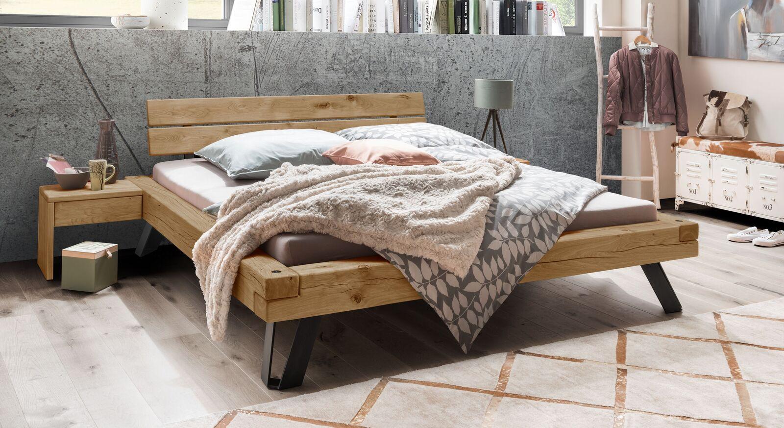 Balkenbett Janita in rustikalem Design