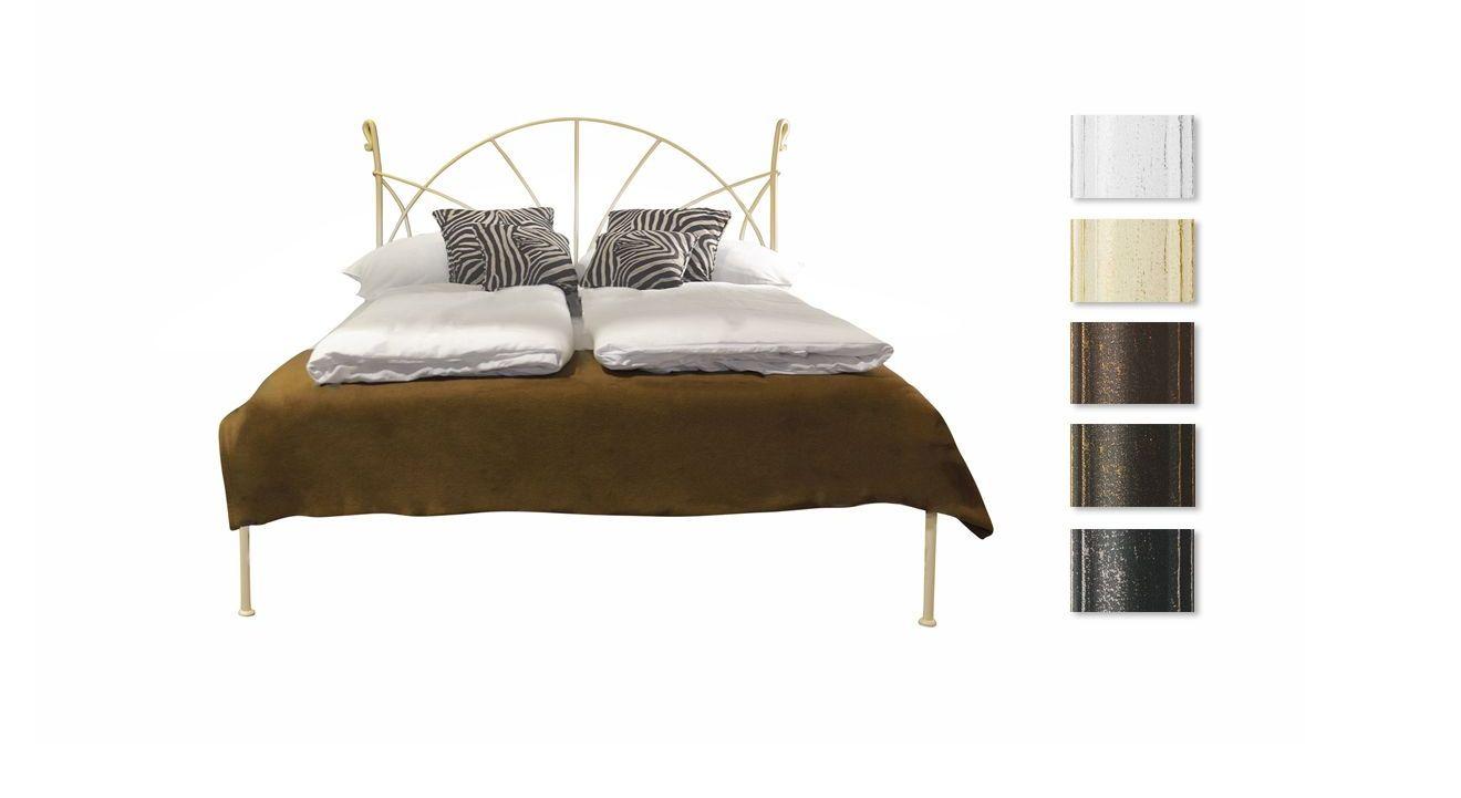Bett Acara in unterschiedlichen Metallfarben erhältlich