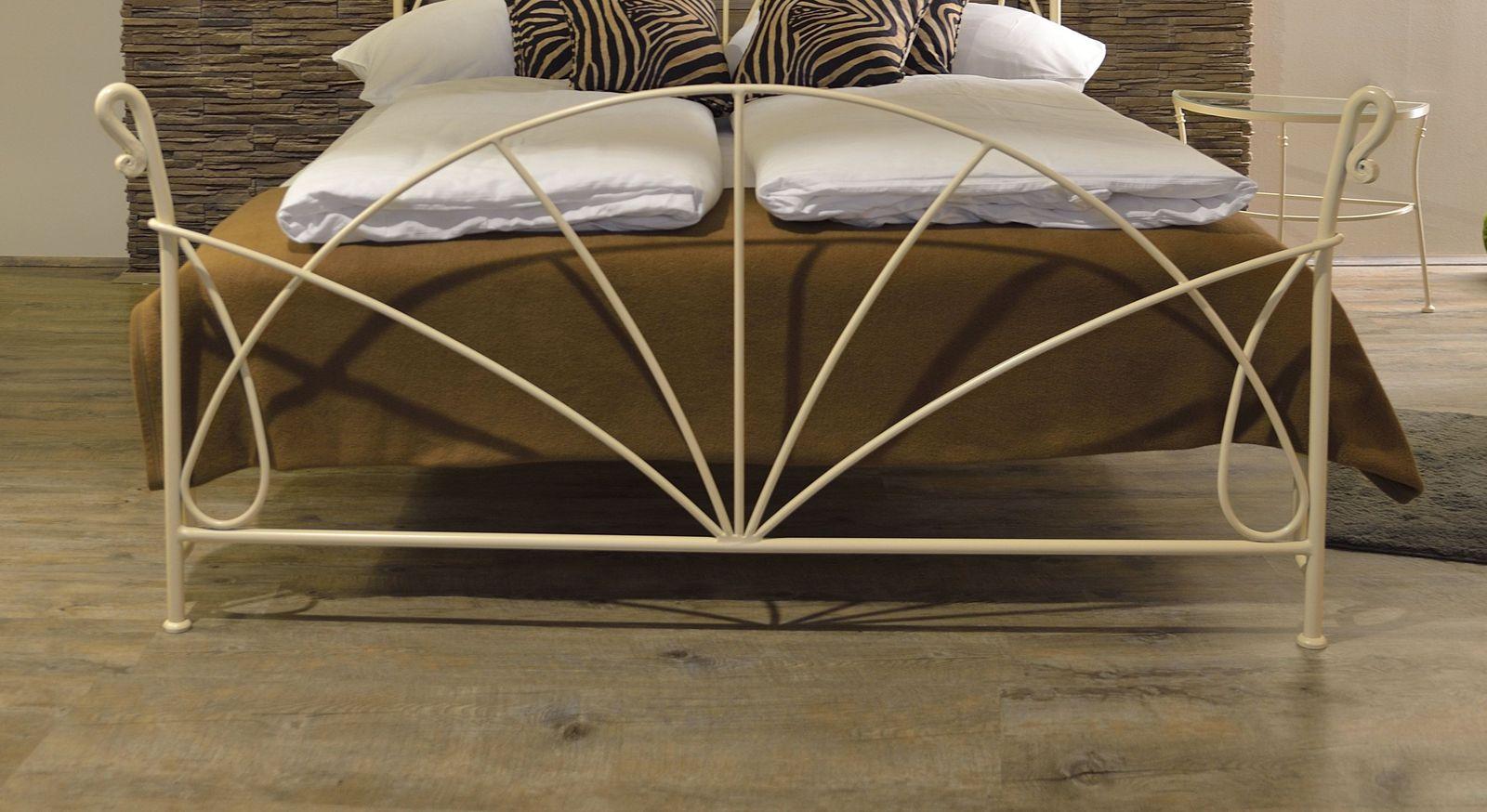 Bett Acara mit romantischem Fußteil