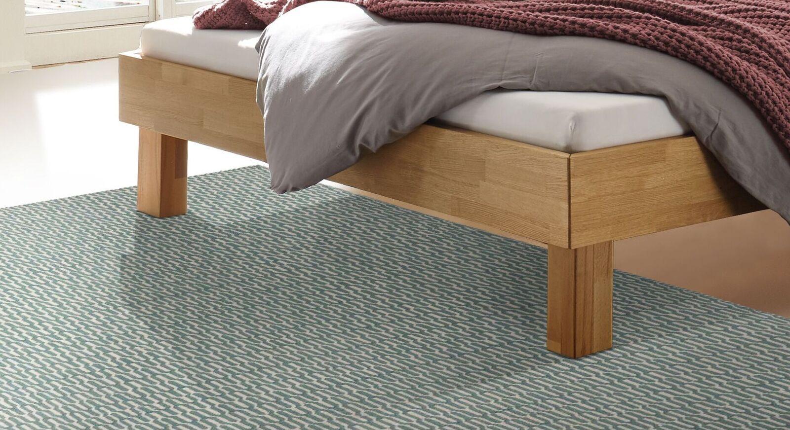Bett Advira mit robusten Holzfüßen