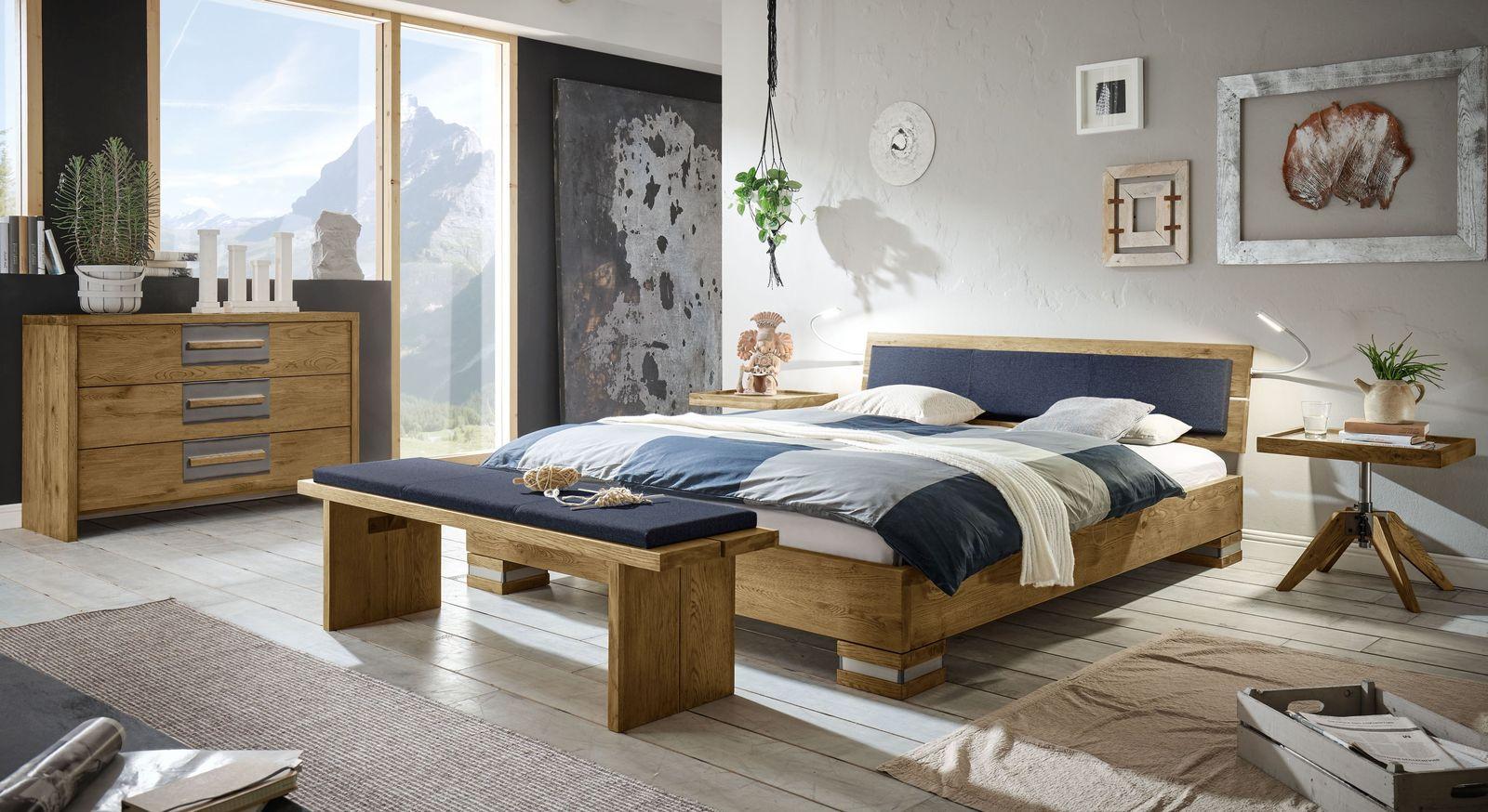 Bett Alvorada mit passender Schlafzimmer-Einrichtung