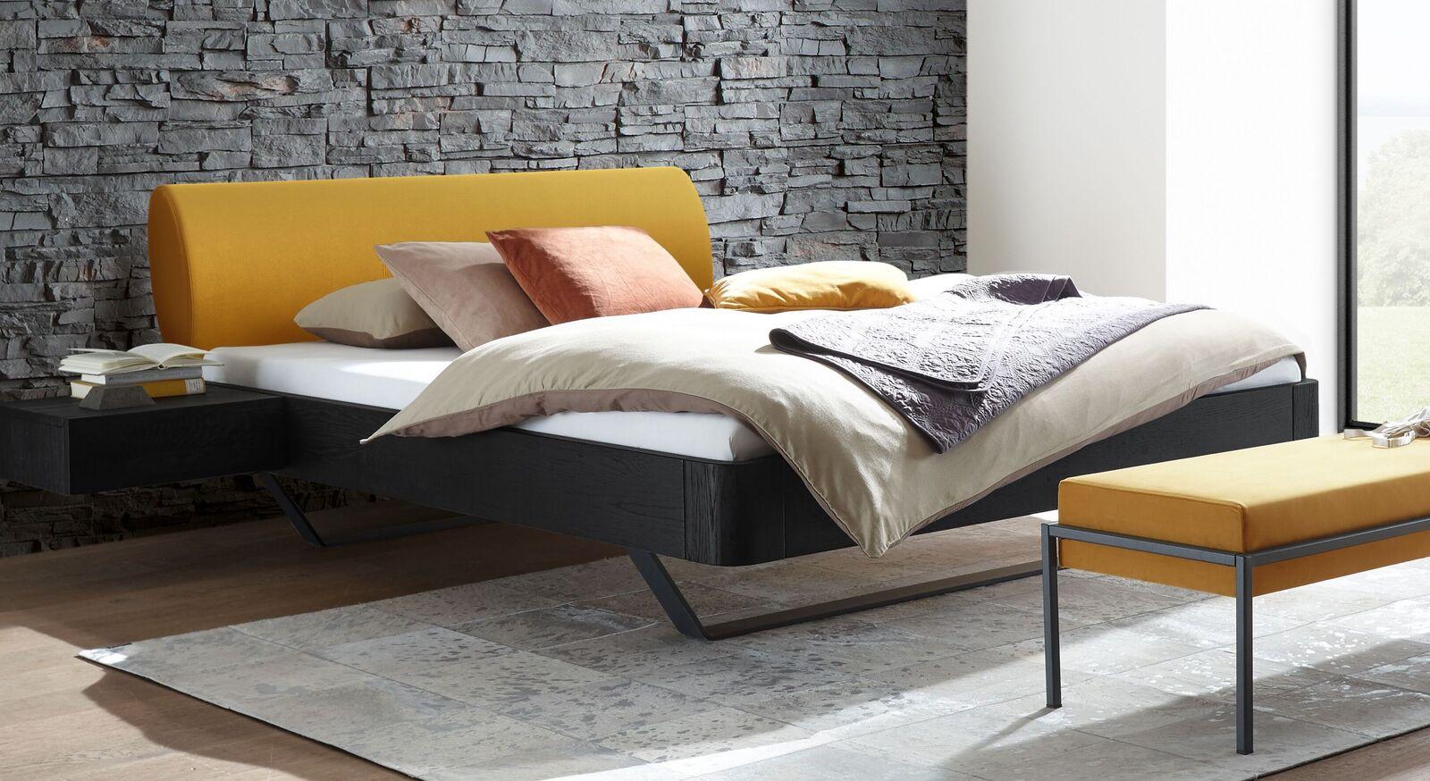 Bett Amagio mit massivem Eichenholzrahmen