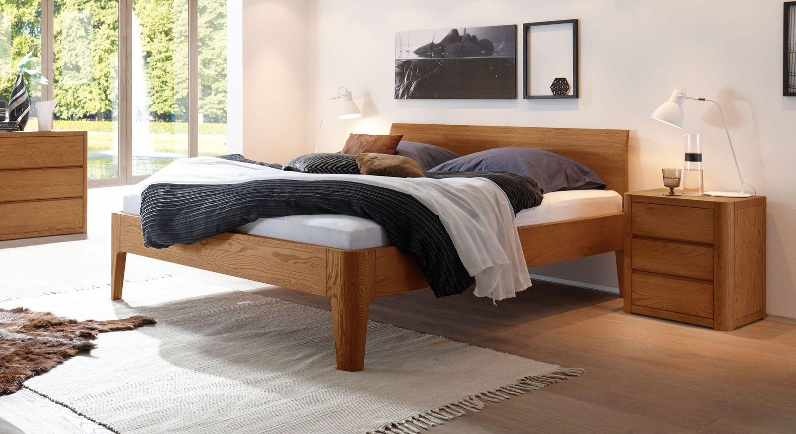 Massives Bett Ambato aus Eiche in Cognac