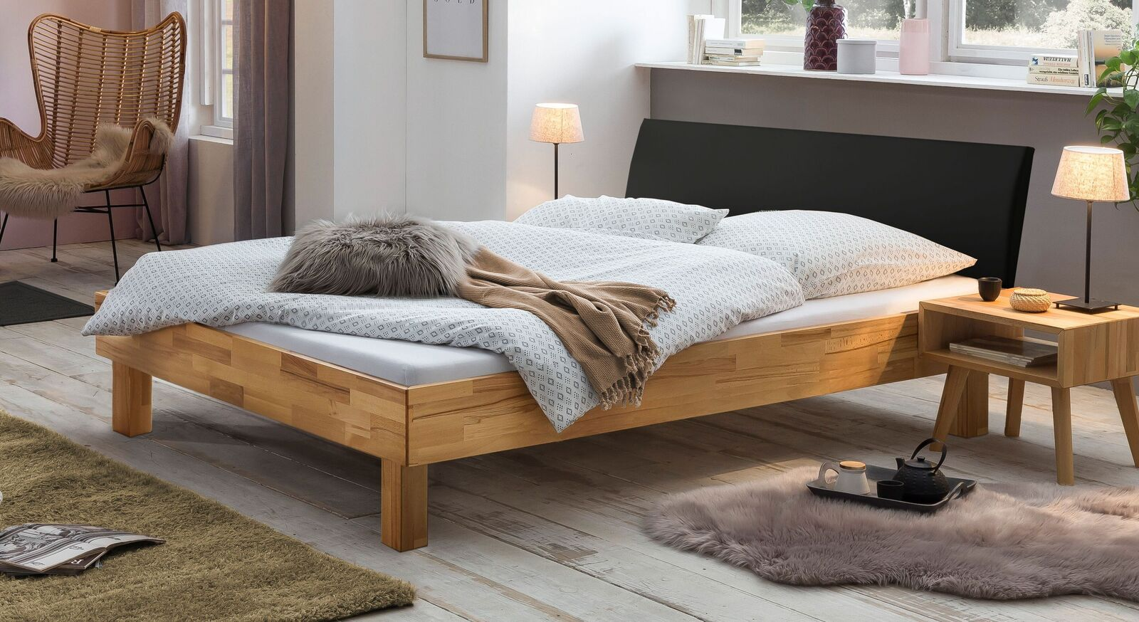 Bett Amsden aus Echtholz massiv