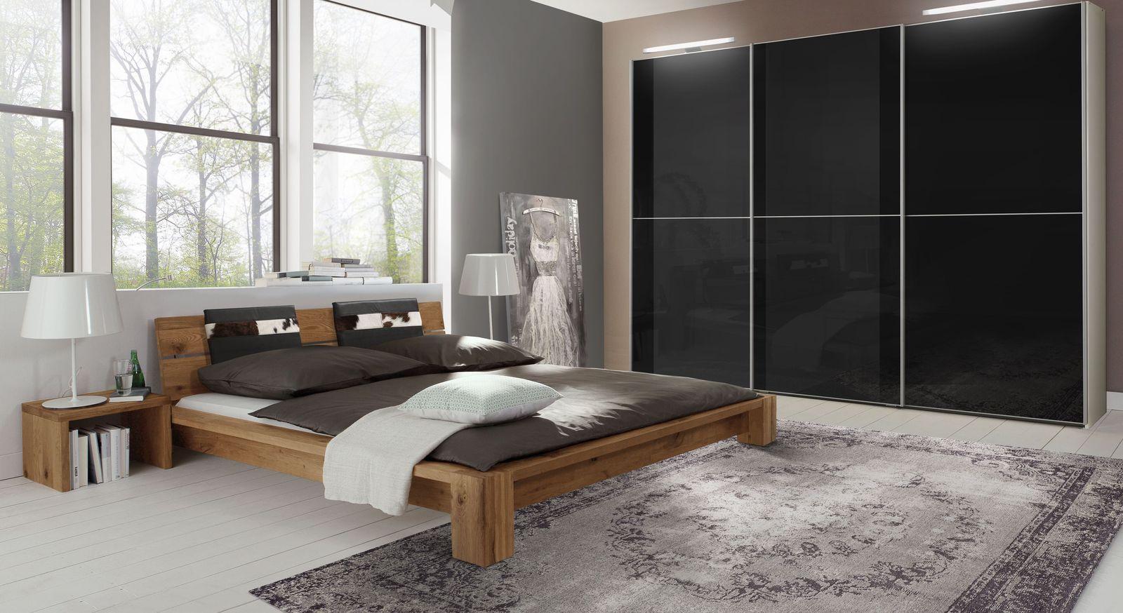 Bett Aragon mit passenden Accessoires fürs Schlafzimmer