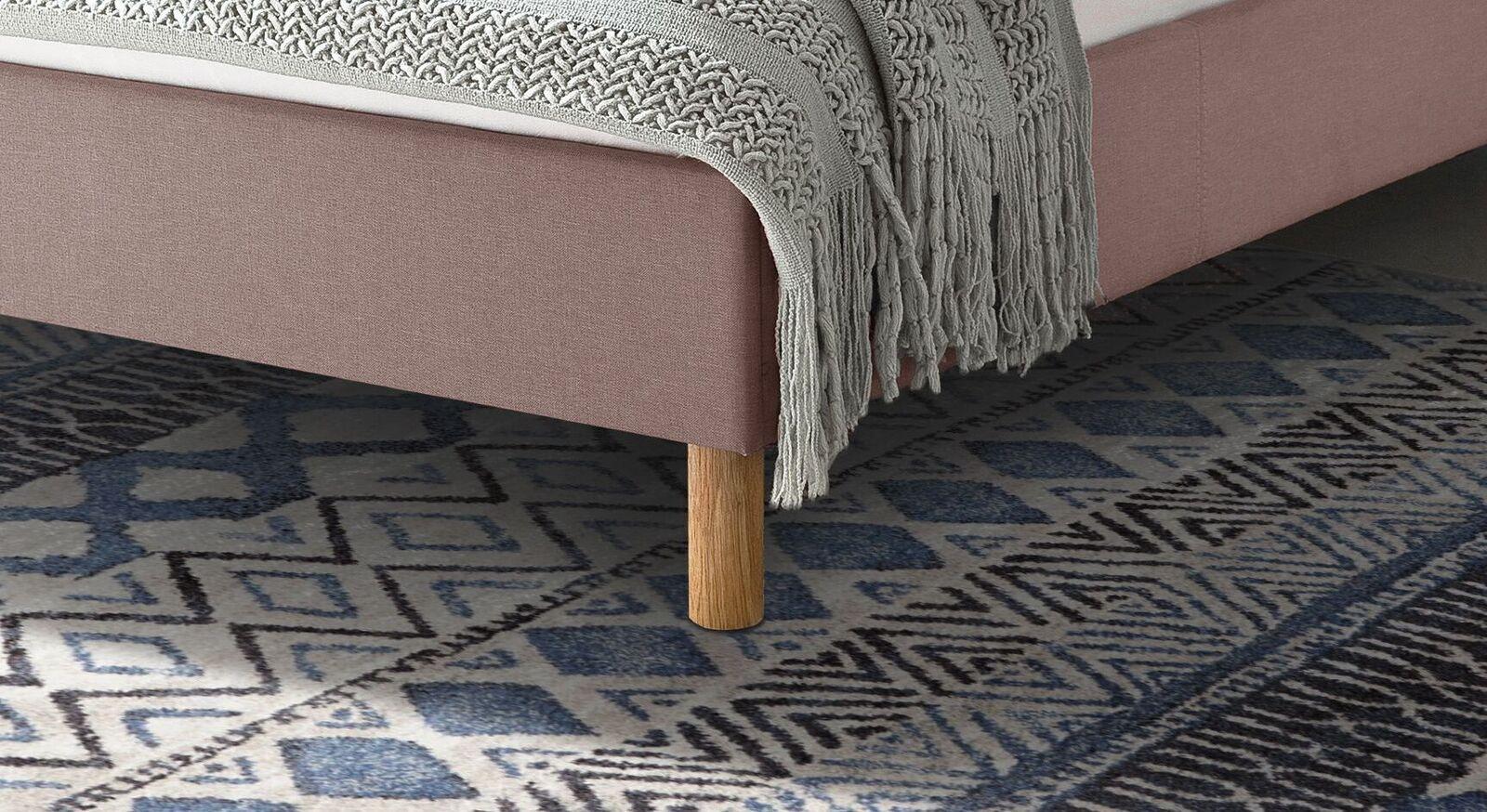 Bett Arensa mit zylindrischen Holzfüßen