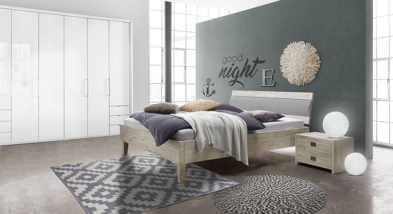 Bett Armevia mit passender Schlafzimmer-Ausstattung