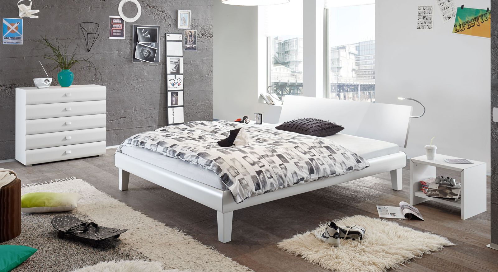 Bett Arona mit passenden Accessoires fürs Schlafzimmer