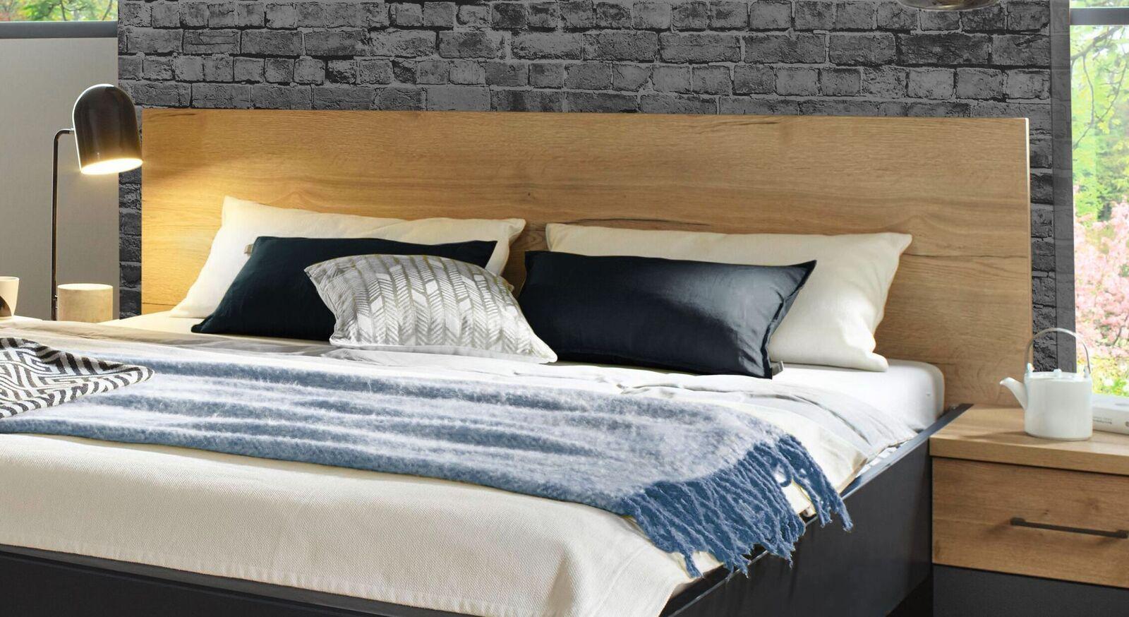 Bett Azula mit geradlinigem Kopfteil