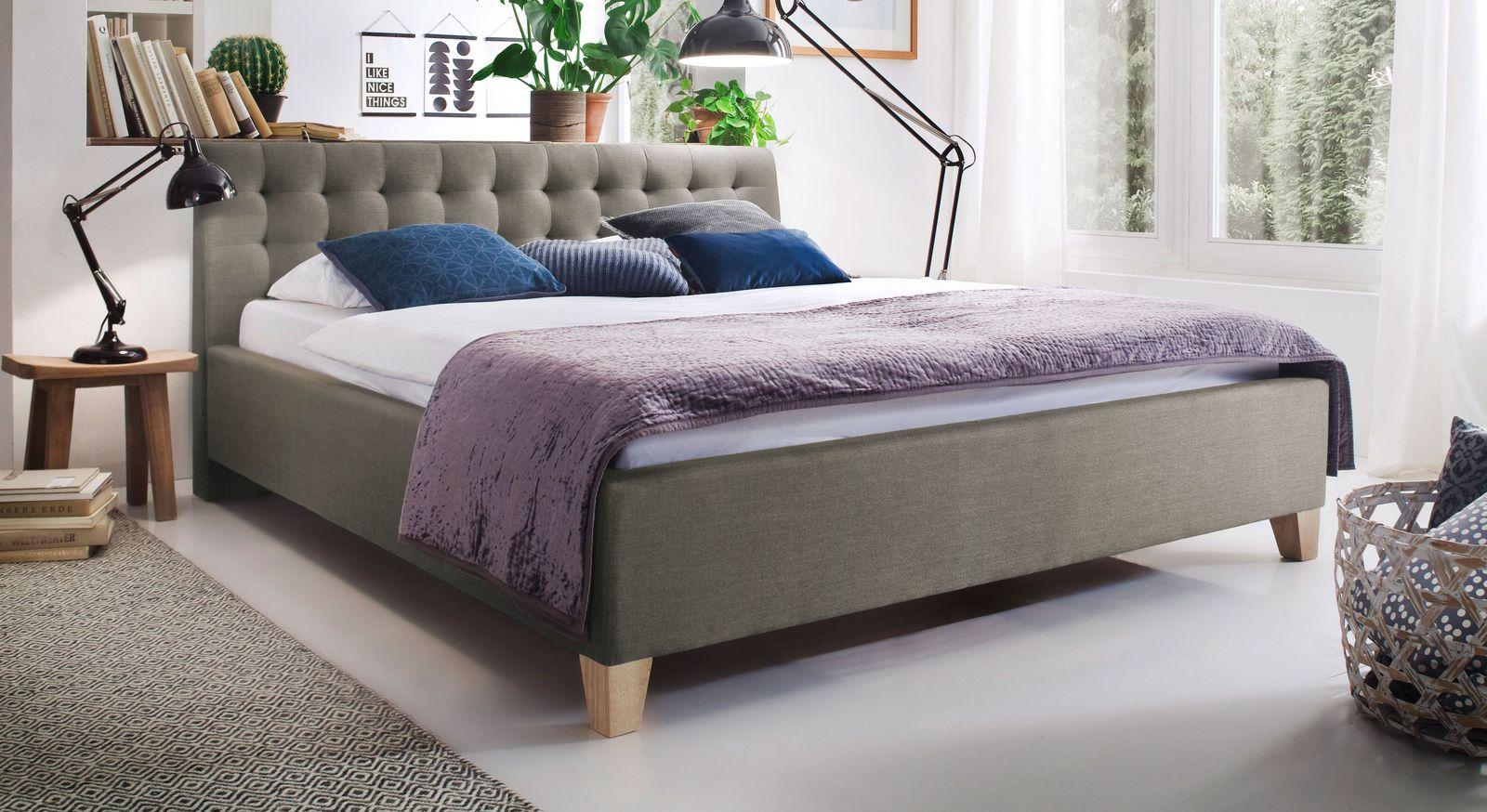 stoffbett 50er jahre retrolook mit eichefarbigen f en batana. Black Bedroom Furniture Sets. Home Design Ideas