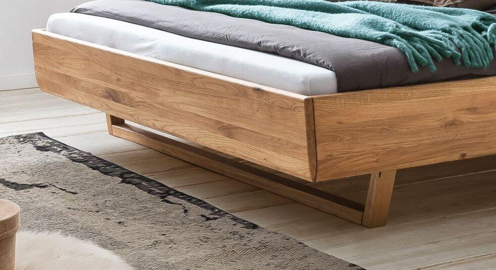 Bett Bekan mit moderner Holz-Kufe