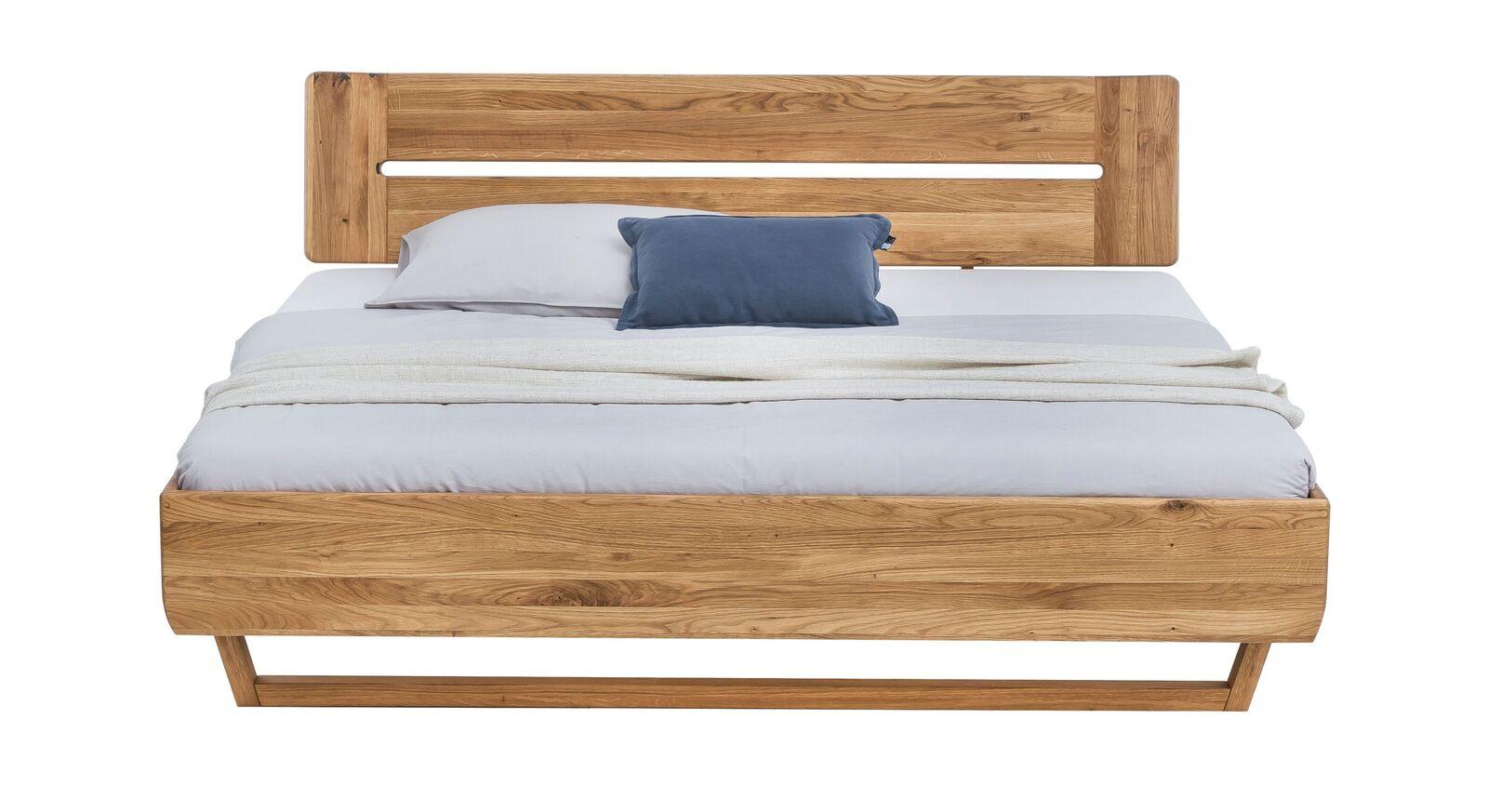 Bett Bekan mit lebendiger Holzmaserung