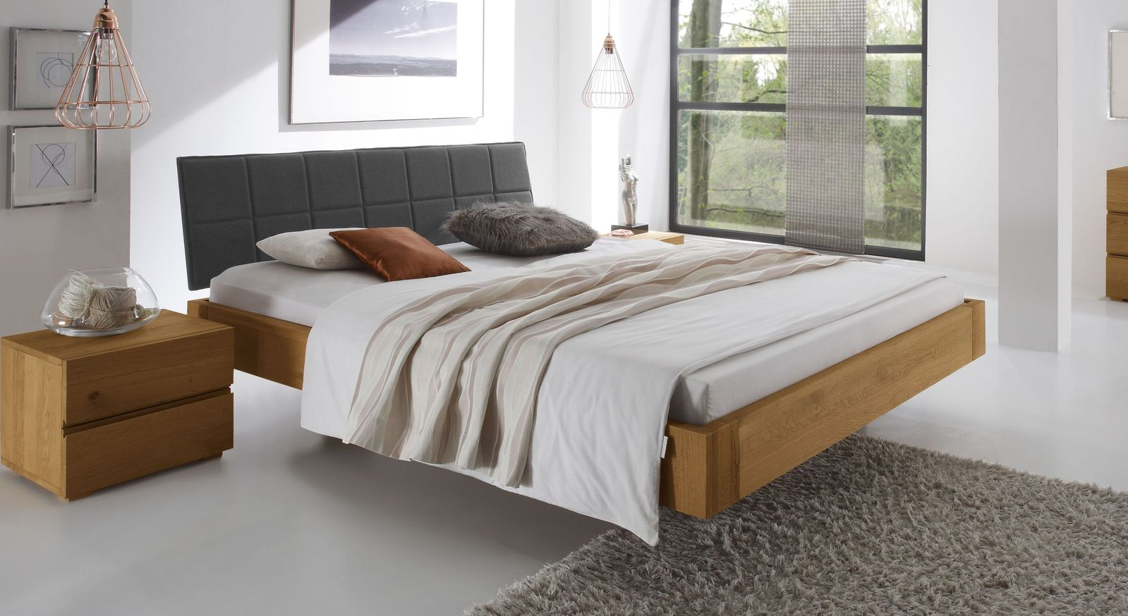 Naturfarbenes Bett Belbari mit Kopfteil in Anthrazit