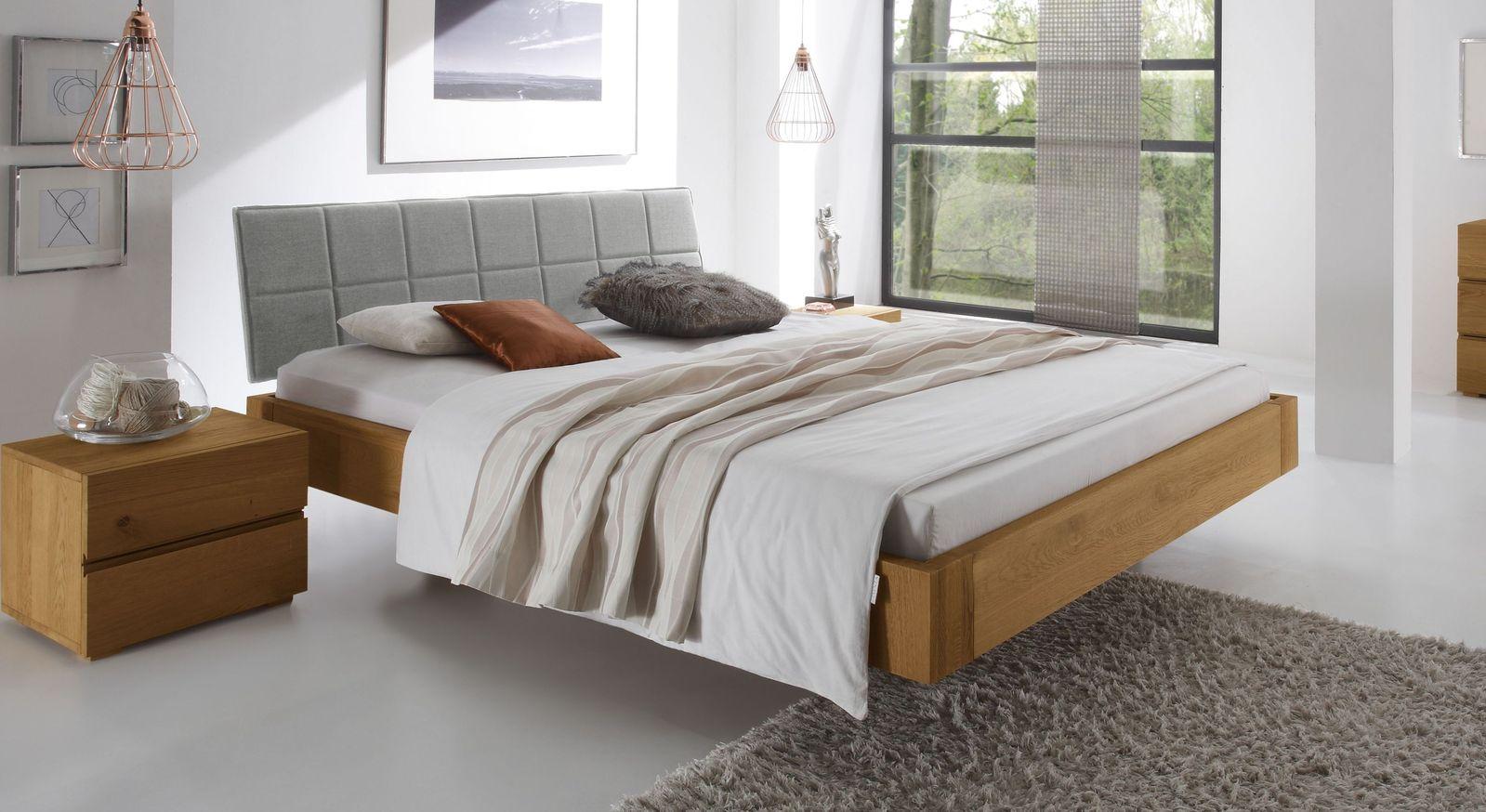 Naturfarbenes Bett Belbari mit Kopfteil in Hellgrau
