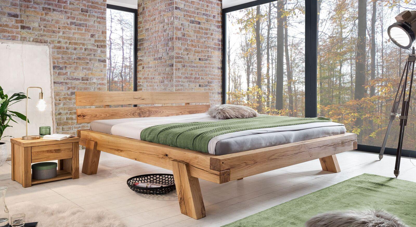 Bett Bojar mit passendem Nachttisch