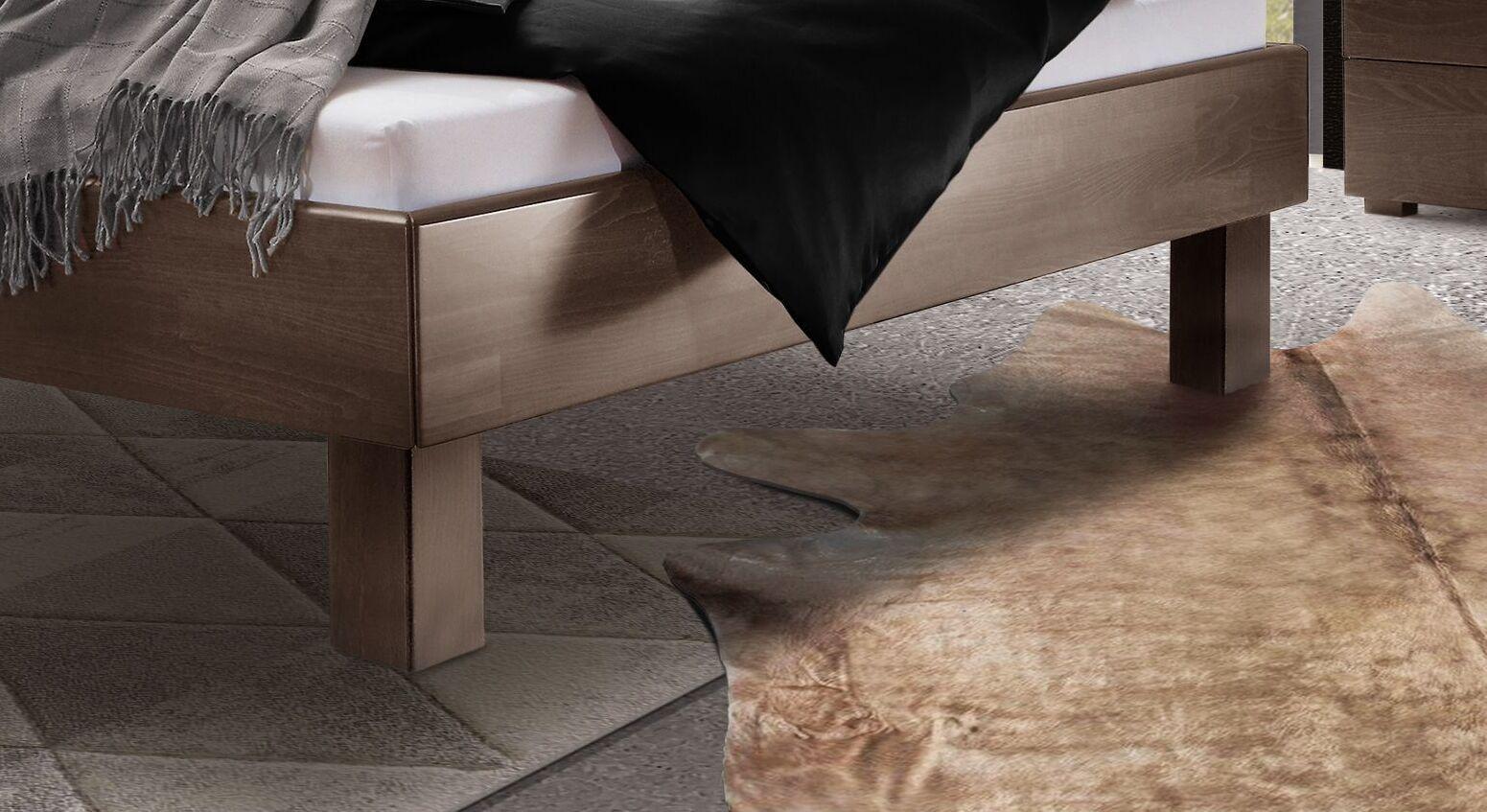 Bett Cannelino mit wengefarbenen Blockfüßen
